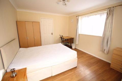 Studio to rent - Old Bedford Road  - Studio Ref: P3074