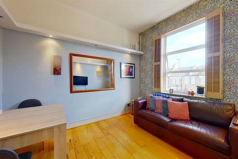 2 bedroom flat for sale - Earlsfield Road, London