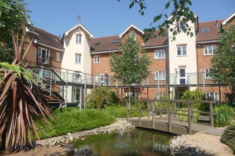 2 bedroom flat to rent - Lumley Road, Horley