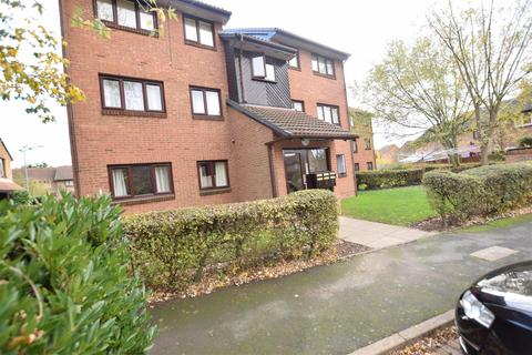 2 bedroom flat for sale - Sapphire Close, DAGENHAM