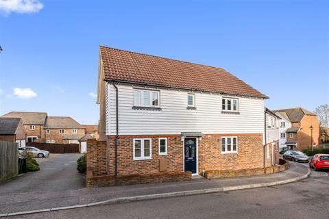 3 bedroom house for sale - Greyhound Chase, Singleton