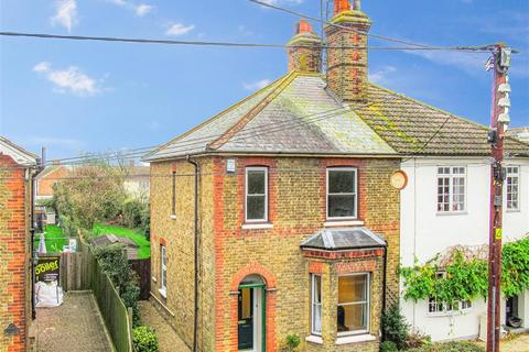 3 bedroom semi-detached house - North Street, Southminster