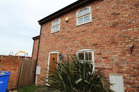 3 bedroom townhouse for sale - Chestnut Drive, Burton