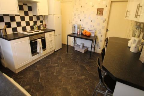 3 bedroom terraced house to rent - Royal Park Road, Hyde Park, Leeds, LS6 1JJ