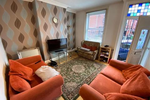 3 bedroom terraced house - Royal Park Road, Hyde Park, Leeds, LS6 1JJ