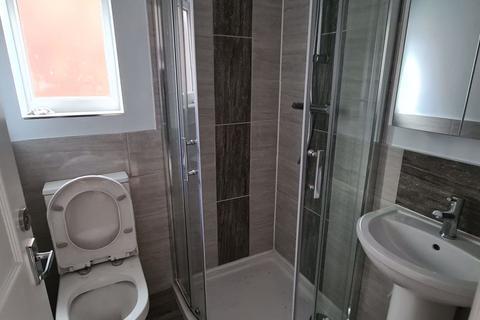 4 bedroom terraced house to rent - Harold View, Hyde Park, Leeds, LS6 1PP