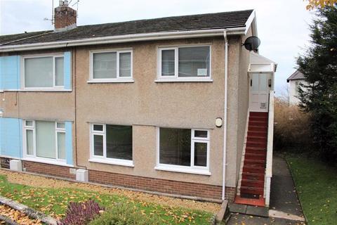 3 bedroom flat - Dolgoy Close, West Cross