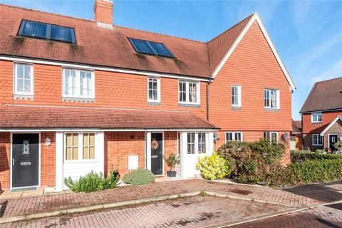 3 bedroom terraced house for sale - Brookfield Drive,, Horley,, Surrey,, RH6