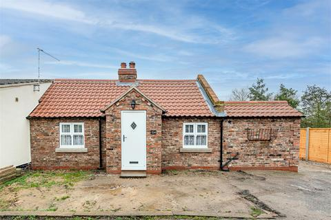 3 bedroom cottage for sale - Hull Road, Woodmansey, East Yorkshire, HU17 0TH