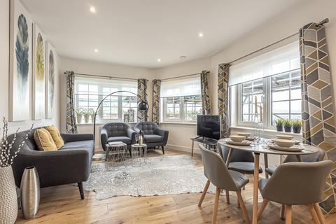 2 bedroom flat for sale - High Street Strood ME2
