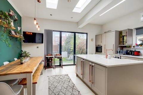 5 bedroom semi-detached house for sale - Valley Road, London, SW16