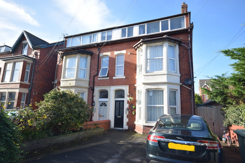 1 bedroom flat - Derbe Road, Lytham St Annes, FY8