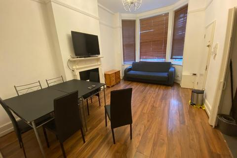 2 bedroom apartment to rent - Barons Court Road, London, W14