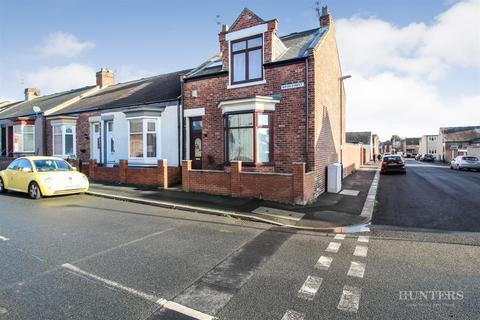 3 bedroom end of terrace house for sale - Ripon Street, Roker, Sunderland, SR6 0JZ
