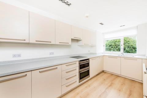 3 bedroom apartment - St. Johns Wood Park London NW8