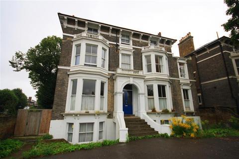 3 bedroom flat to rent - Shooters Hill Road, Blackheath, SE3 8RN