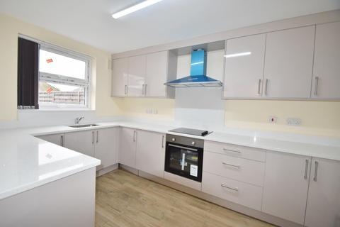 3 bedroom flat to rent - Bell Lane, Eton Wick, Windsor, SL4