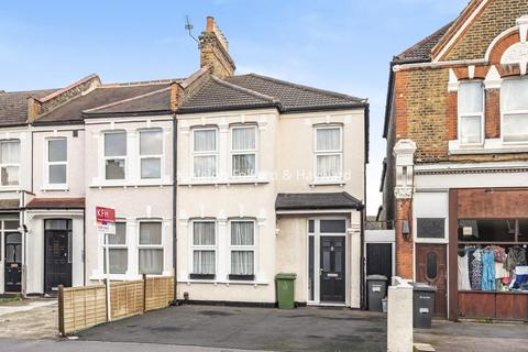 3 bedroom end of terrace house for sale - Torridon Road, Catford