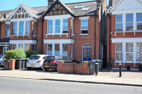 2 bedroom flat - Brownlow Road, N11