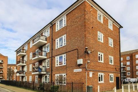 3 bedroom flat to rent - Stockwell Road London SW9