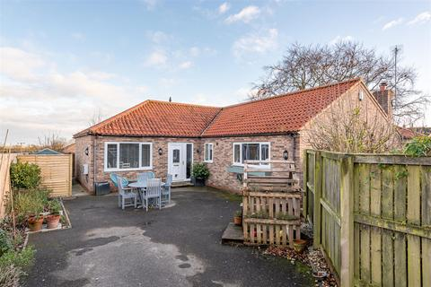 3 bedroom detached bungalow for sale - Hutton Road, Hutton Cranswick, East Yorkshire, YO25 9PH