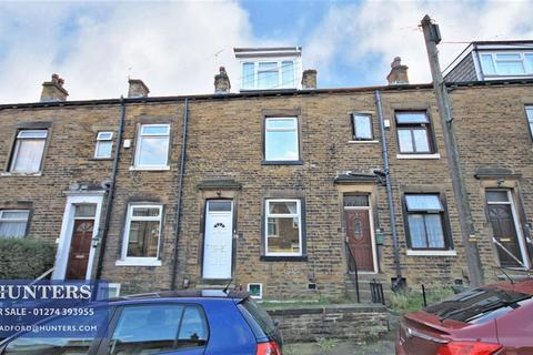 3 bedroom terraced house - Ashmount, Bradford, BD7 3BH