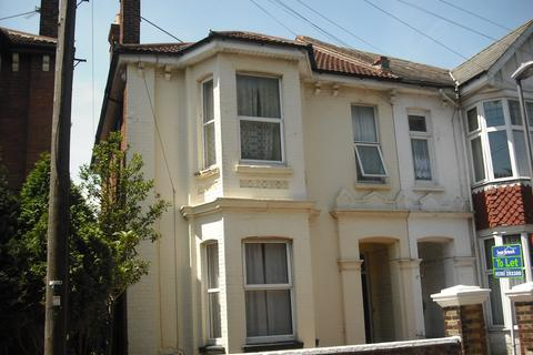 Studio to rent - St Andrews Rd, Southsea, PO5