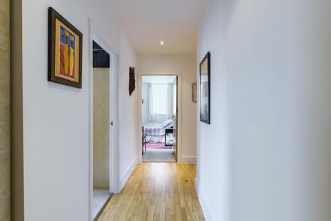 3 bedroom apartment - Grove Hill house