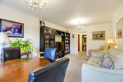 2 bedroom flat for sale - Claydon House, Holders Hill Road, NW4