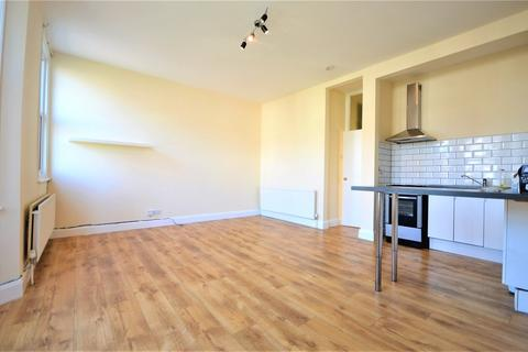 2 bedroom flat - High Road, London, N22