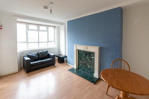 3 bedroom flat - St. Agnes Place, London