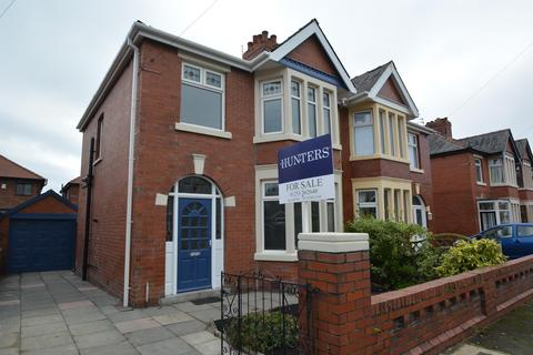 3 bedroom semi-detached house for sale - Chiltern Avenue, Blackpool, FY4 2BN
