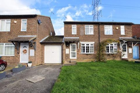 3 bedroom semi-detached house for sale - Rubens Close, Aylesbury