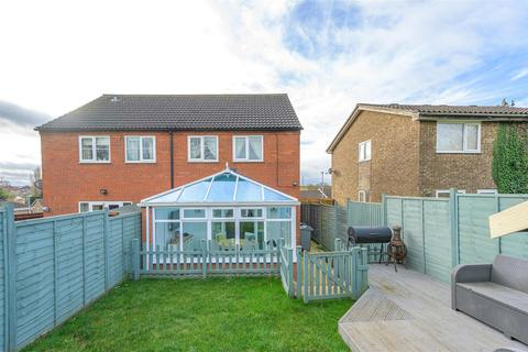3 bedroom semi-detached house for sale - A Beautiful home on Durham Close, Grantham