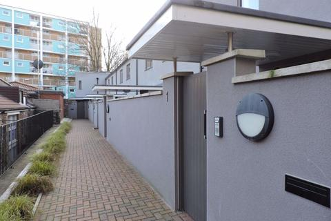 3 bedroom house to rent - Constitution Mews, Clifton