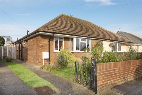 2 bedroom bungalow for sale - Sycamore Close, Broadstairs