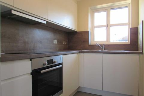 2 bedroom flat to rent - The Drummonds, 745 - 749 Dunstable Road, Luton