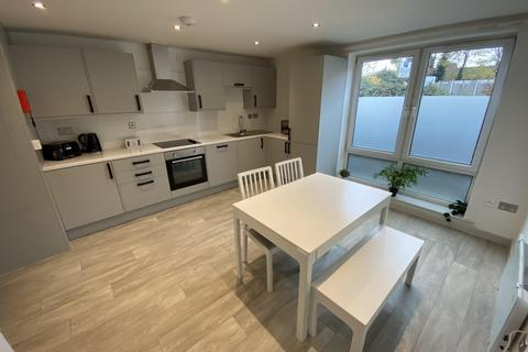 4 bedroom apartment to rent - bed flat) Flewitt House, Mooregate House, Middle Street, NG9 1FX