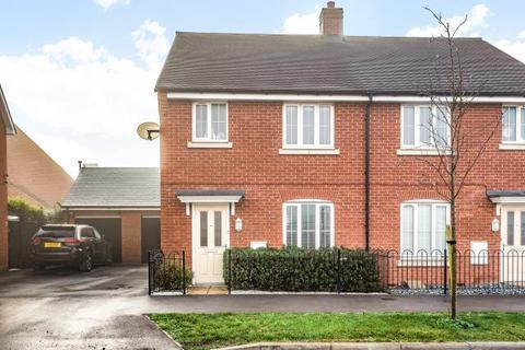 3 bedroom semi-detached house for sale - Berryfields,  Aylesbury,  Buckinghamshire,  HP18