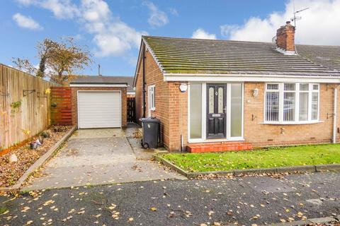 2 bedroom bungalow for sale - Rothbury Avenue, Monkton Village, Jarrow, Tyne and Wear, NE32 5NU