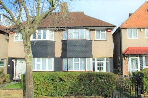 3 bedroom house - Longhill Road, London, SE6
