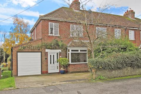 3 bedroom end of terrace house for sale - The Crescent, Andover