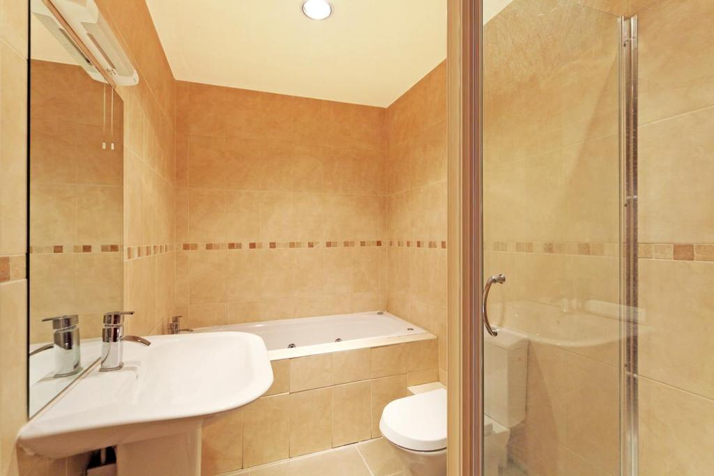 3 Bedrooms Apartment Flat for sale in Hyde Park Place, London, W2