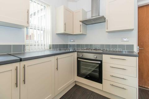4 bedroom house share to rent - Barff Road, Salford, M5 5ES
