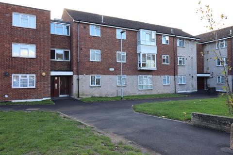 1 bedroom flat - Ibscott Lane, Dagenham  RM10