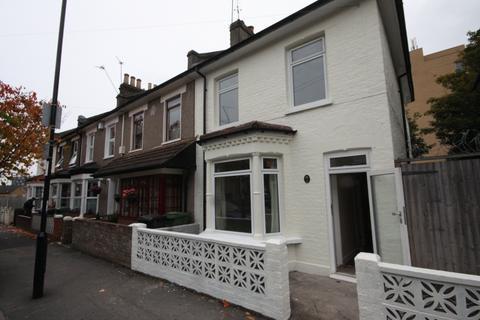 4 bedroom terraced house to rent - Branscombe Street, London, SE13