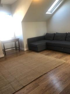 Studio to rent - Cambridge Road, New Malden KT3
