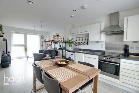 2 bedroom apartment - Maxwell Road, Romford