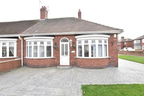 2 bedroom semi-detached bungalow for sale - Marina Avenue, Fulwell