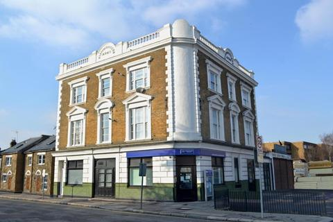 2 bedroom flat to rent - High Road, Wood Green, N22